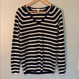 GAP Merino Wool navy/cream v-neck light sweater